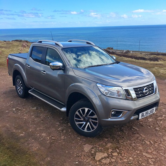 19 19 Nissan Navara 2.3 Tekna Auto Twilight Grey